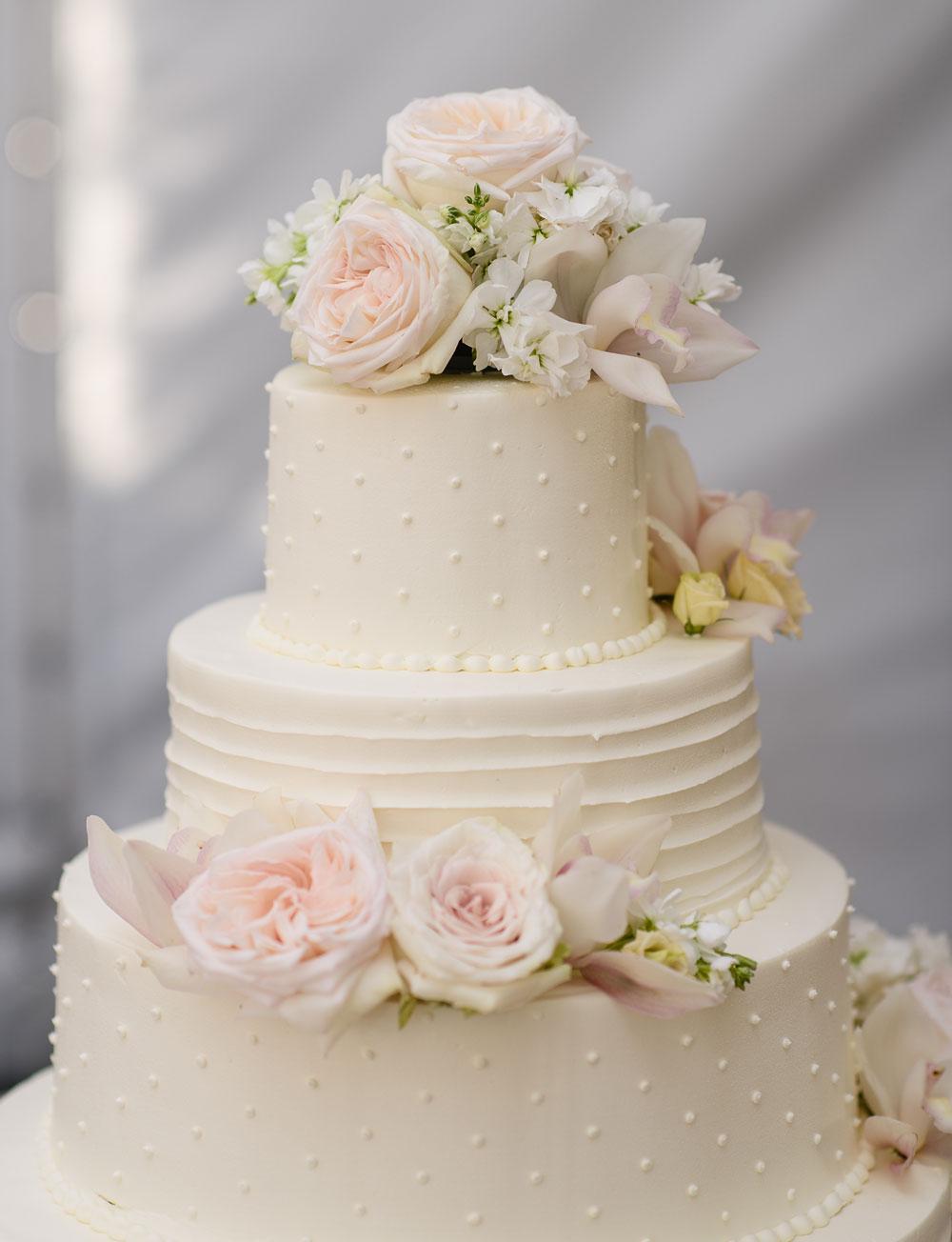 Fresh Flowers Wedding Cake : douglaslevyphotography.com