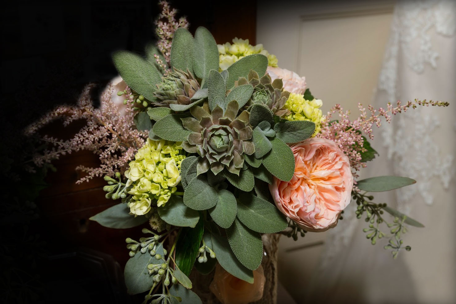 Garden rose & succulent bouquet : Leah C-S Photography