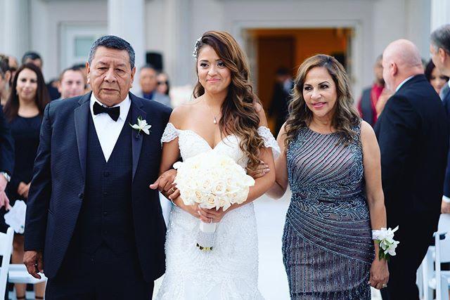 @dreamvillestudios // #weddingday #weddingphotographer
