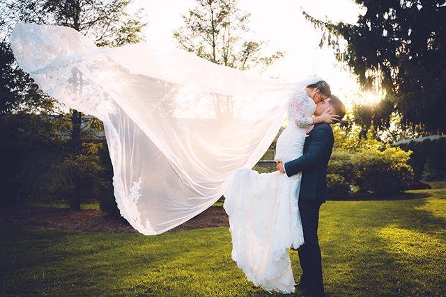 @dreamvillestudios // #weddingday #photoshoot #weddingphotographer