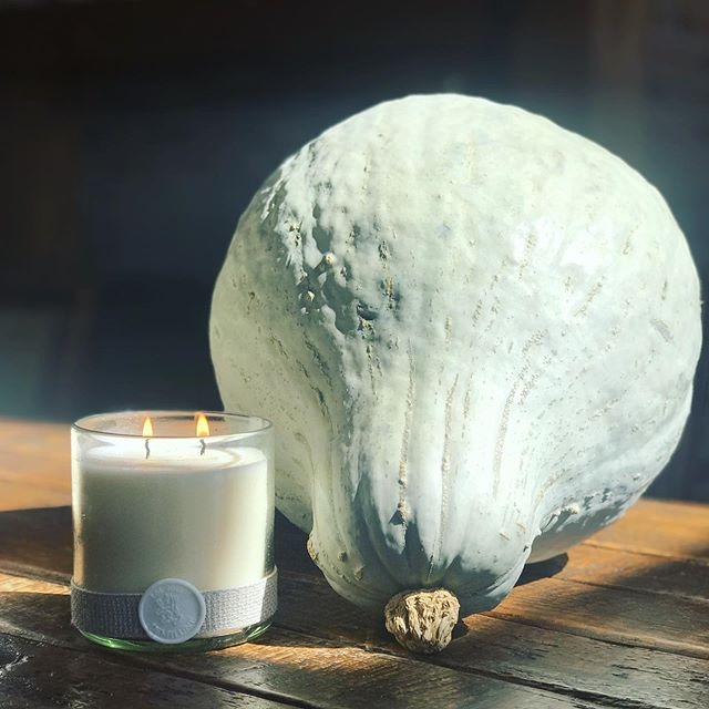 Fall mood today @demilunedesign #fall #classic #handpoured #scentedcandles #pumpkin #home #fragrance #recycledglass #handblownglass #demilunecandles