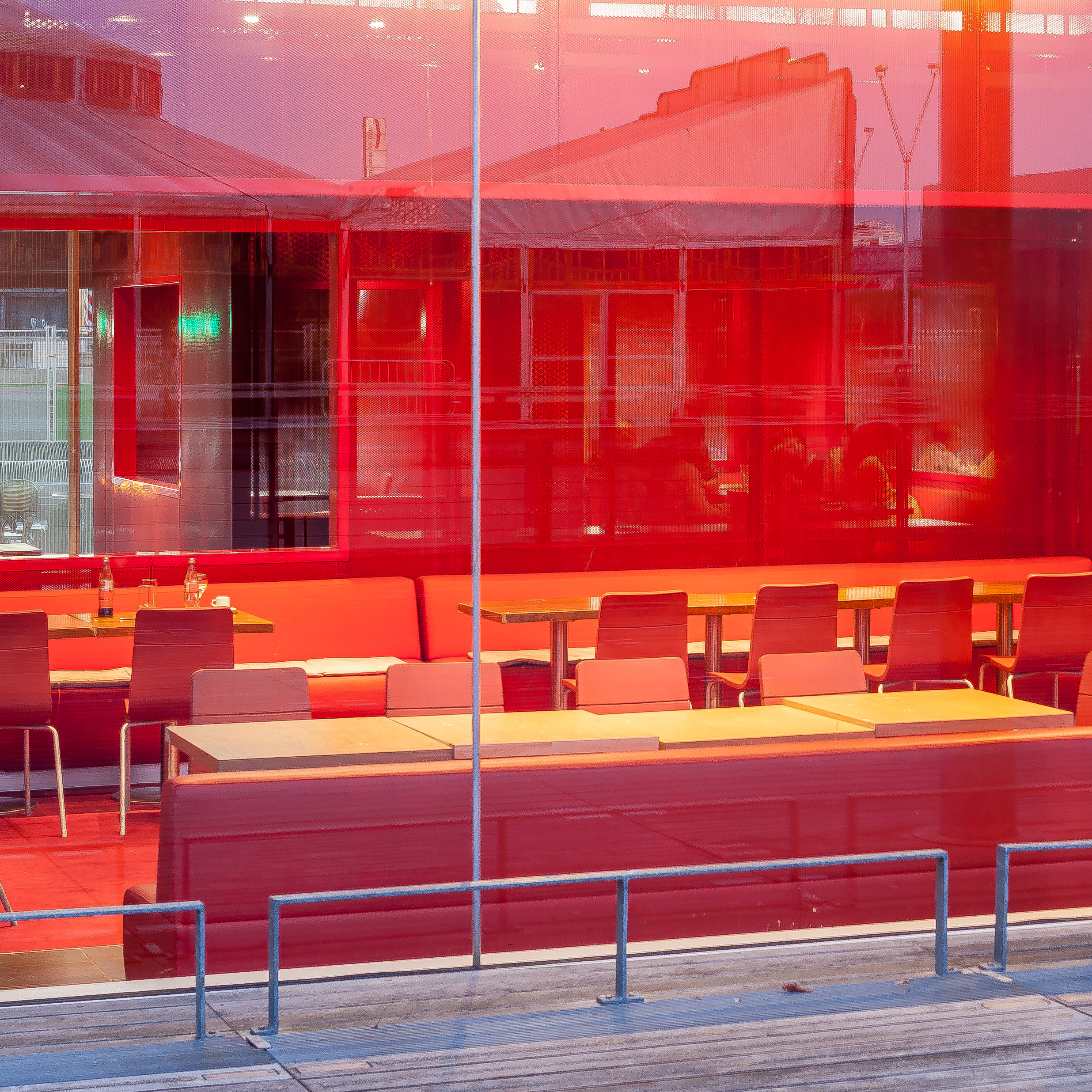 empty_red_restaurant.jpg