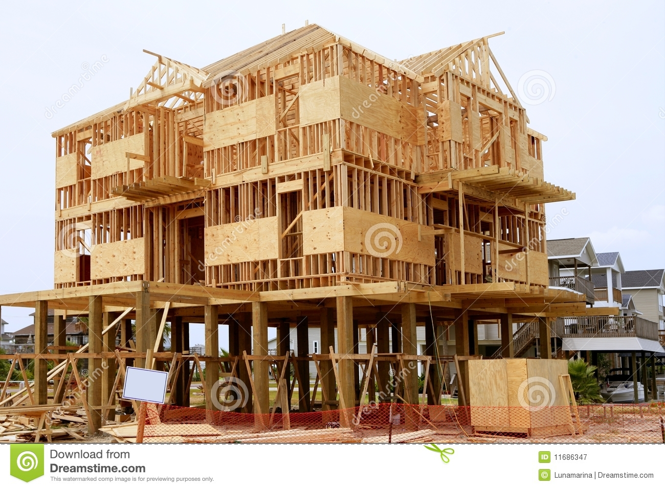 wood-house-contruction-american-wooden-structure-11686347.jpg
