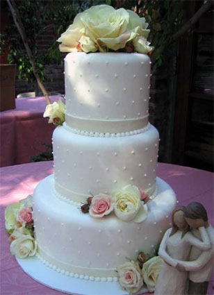 Takes The Cake - A local favorite, Takes the Cake 'offers weddings more than 100 wedding cake designs, from the traditional, to the unusual.' They get great reviews from clients and when you check them out you'll understand why!626-792-1109info@takesthecake.com