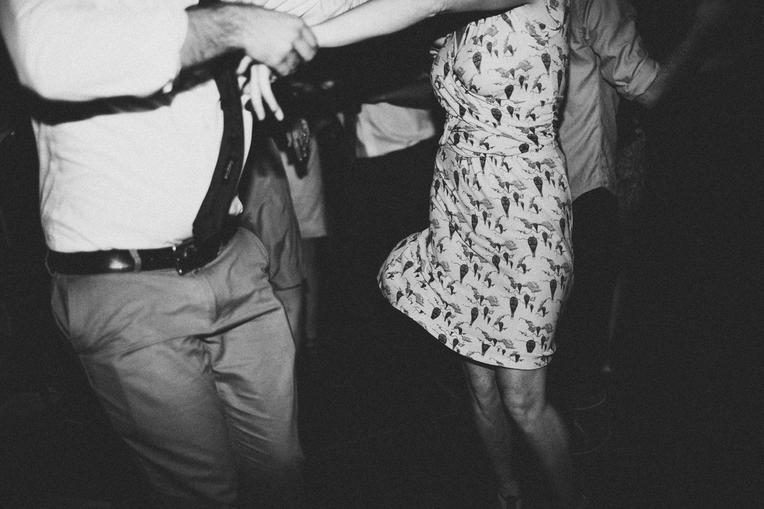 amber_byrne_mahoney_dancing_couple_photography.jpg