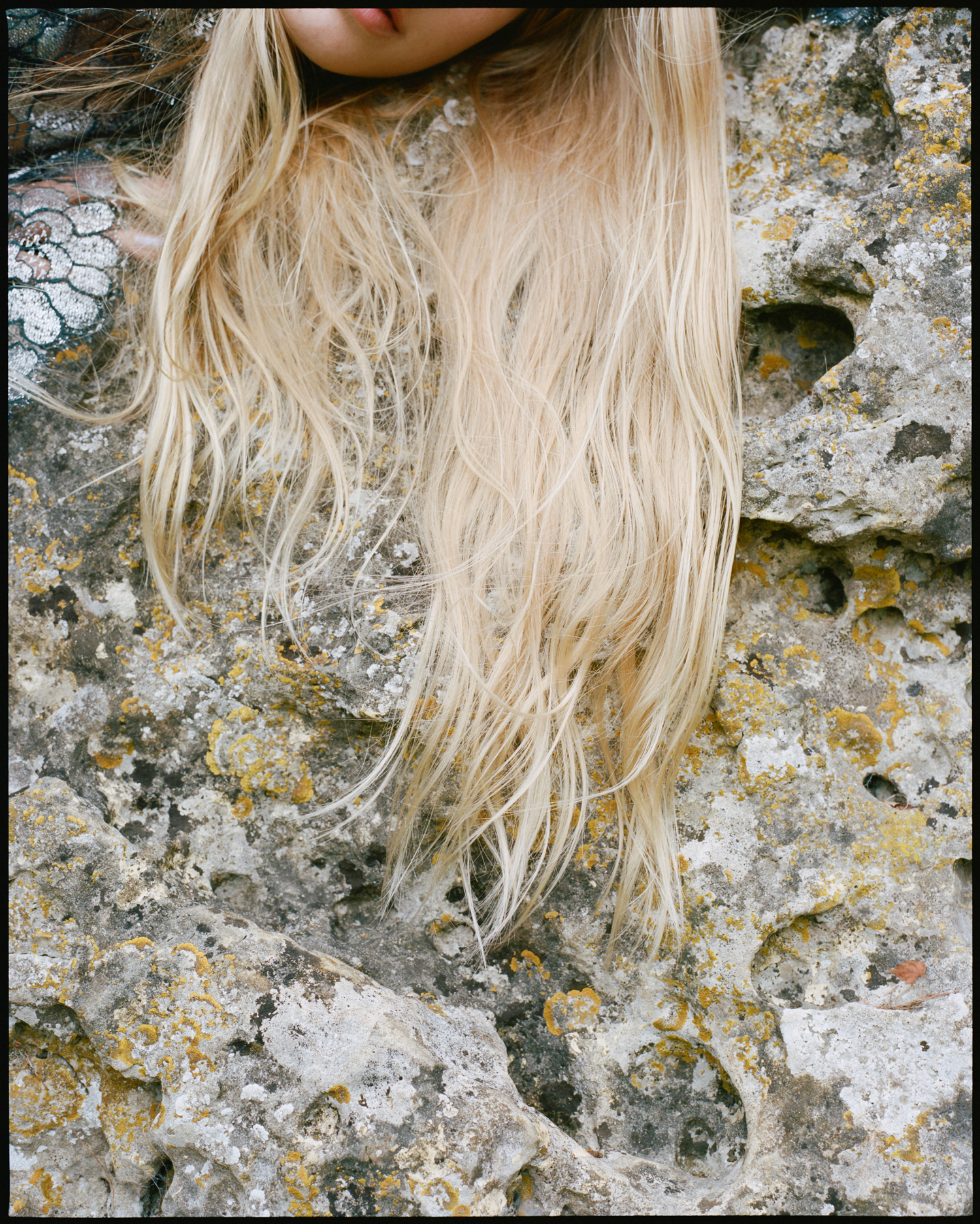 amber_mahoney_lula_japan_english_countryside_fashion_editorial_film_014.jpg