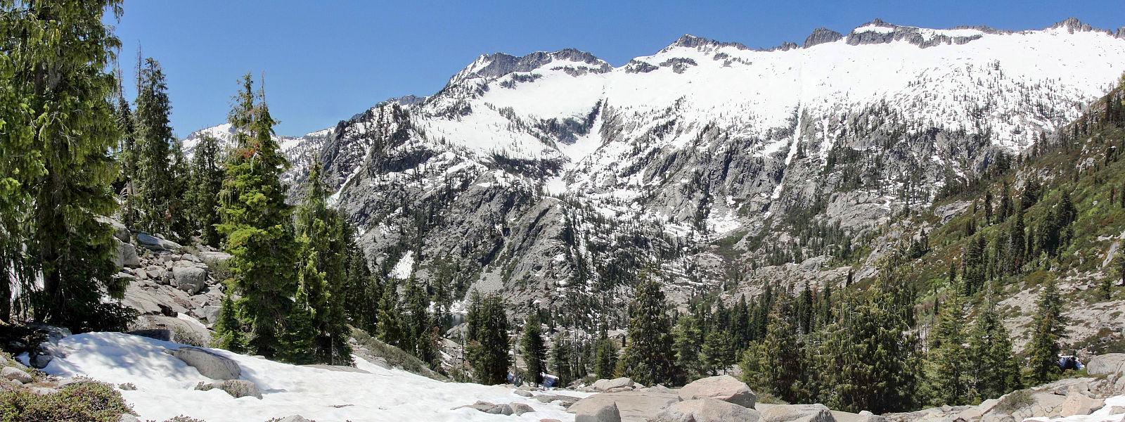 Lower_Canyon_Lake_Trail,_Trinity_Alps.jpg
