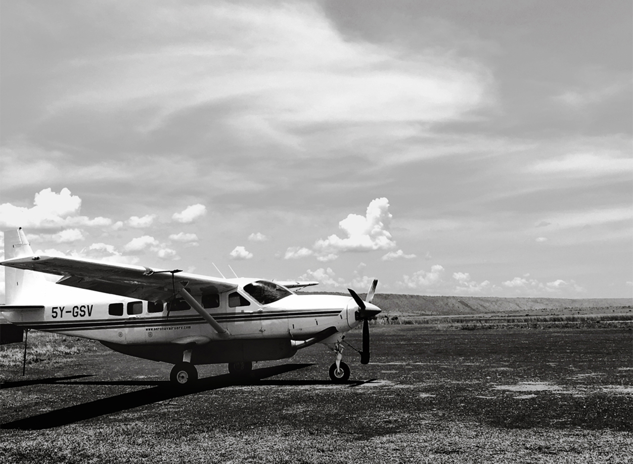 AIRPLANE-BW-1280-x-460 TRAVEL-DIARY-CONTENT.jpg