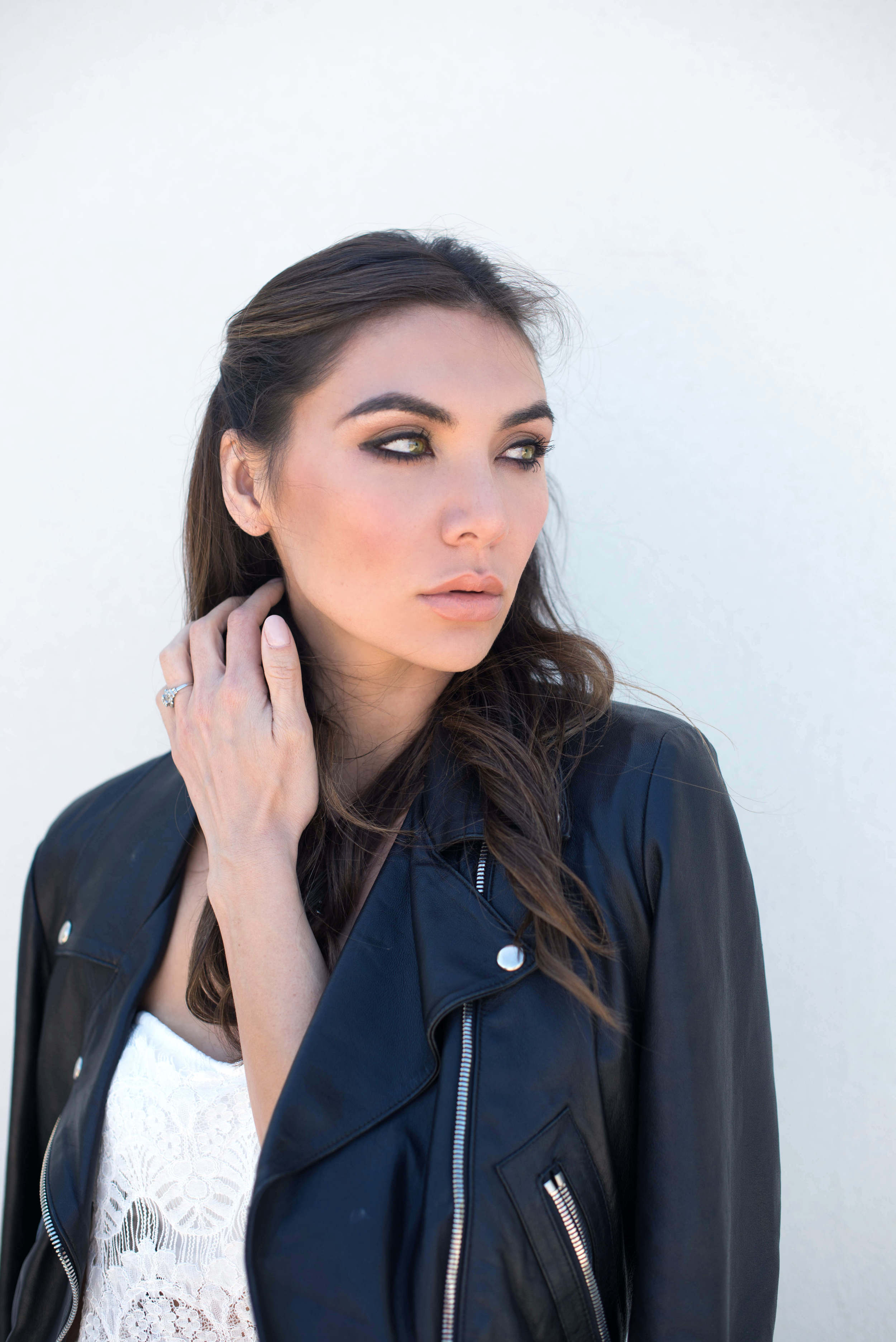 how to wear a leather jacket for summer