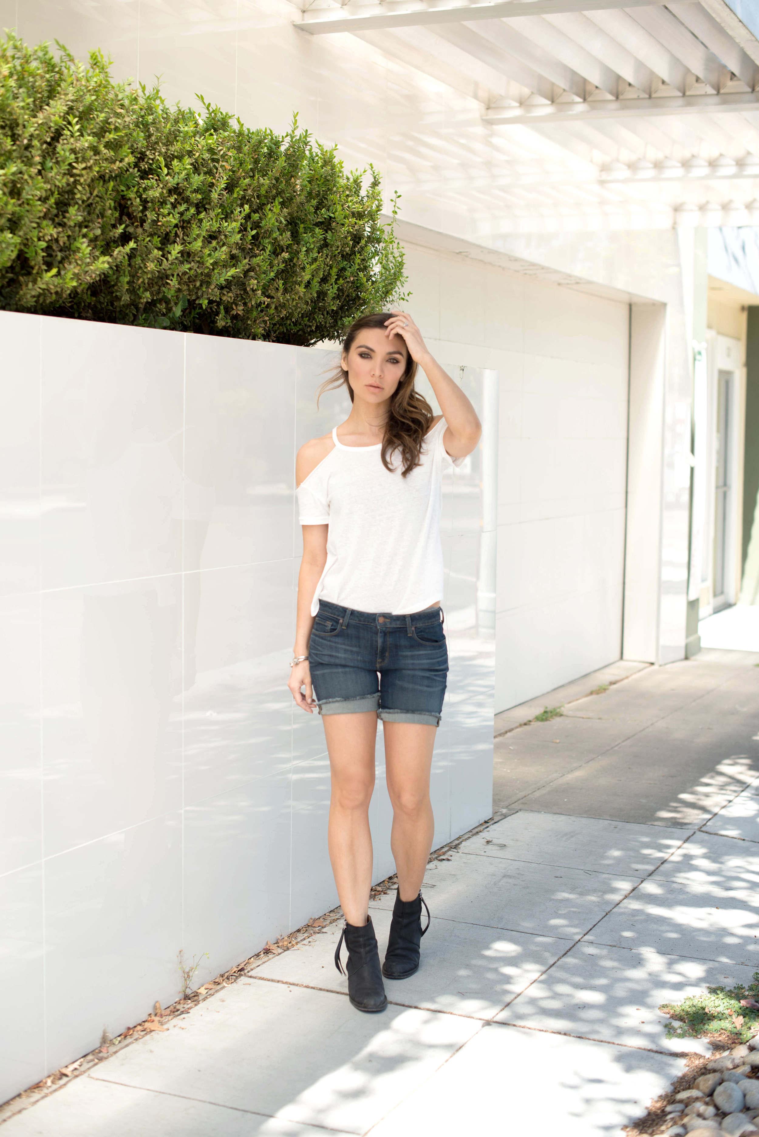 Summer jean shorts street style