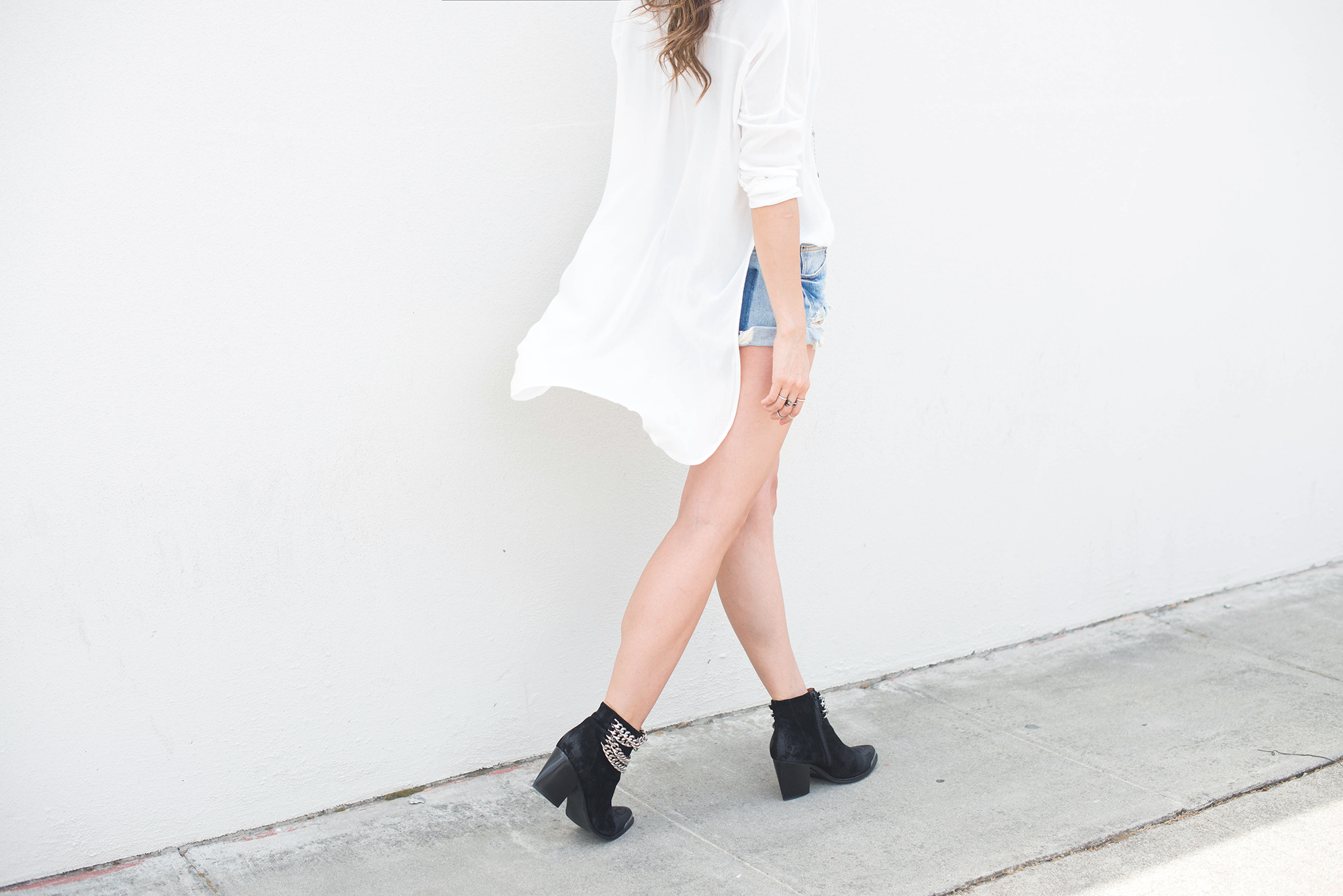 long white short, jeaned shorts and ankle boots
