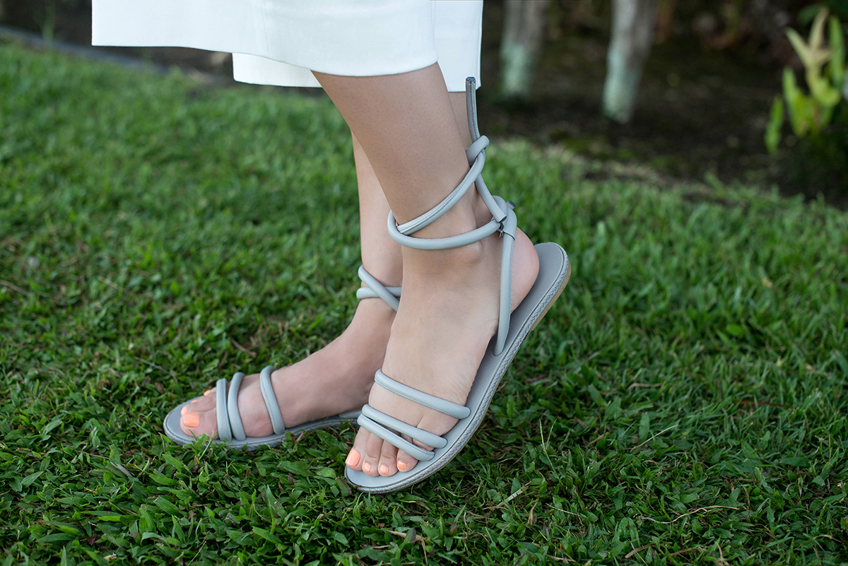 Everlane The Knot Sandals in Gray