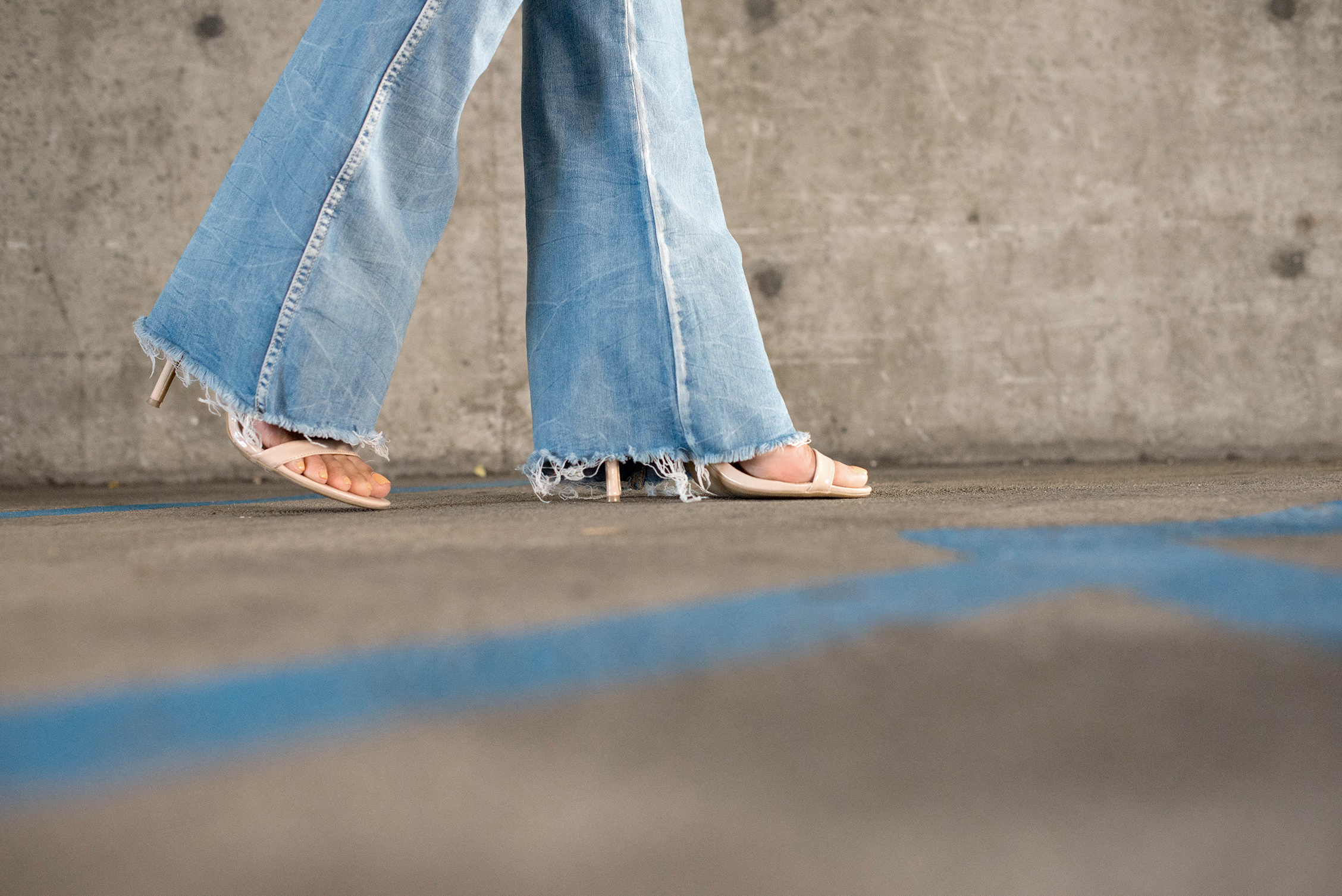 raw hem flared jeans