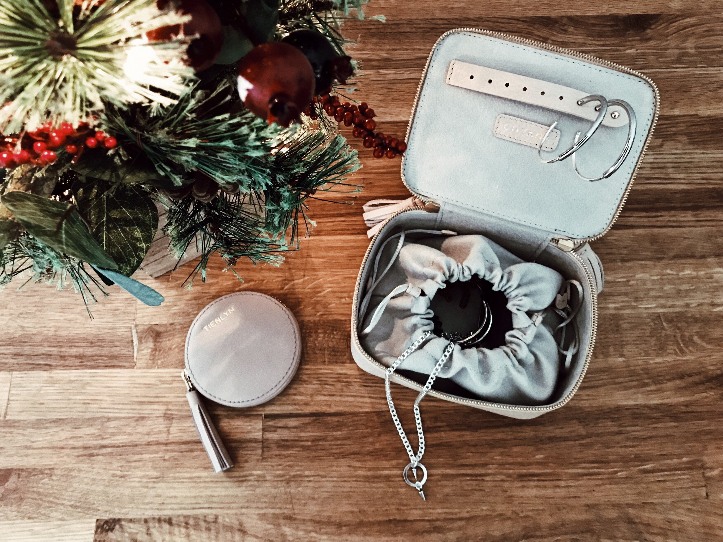 /  LEATHER COIN POUCH  /  MINI JEWELRY CASE  /  NECKLACE  /