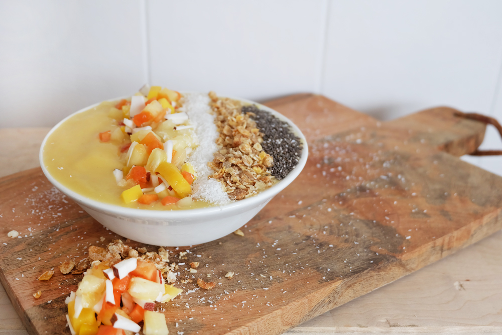 smoothie-bowl-ananas-mango.jpg