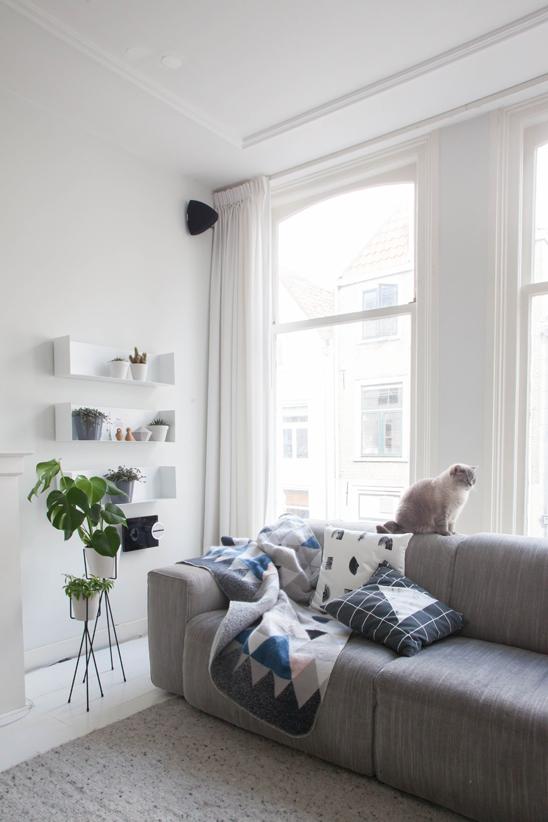 Cushions Line and Gleam_Mohair Blanket 01 (2).jpg