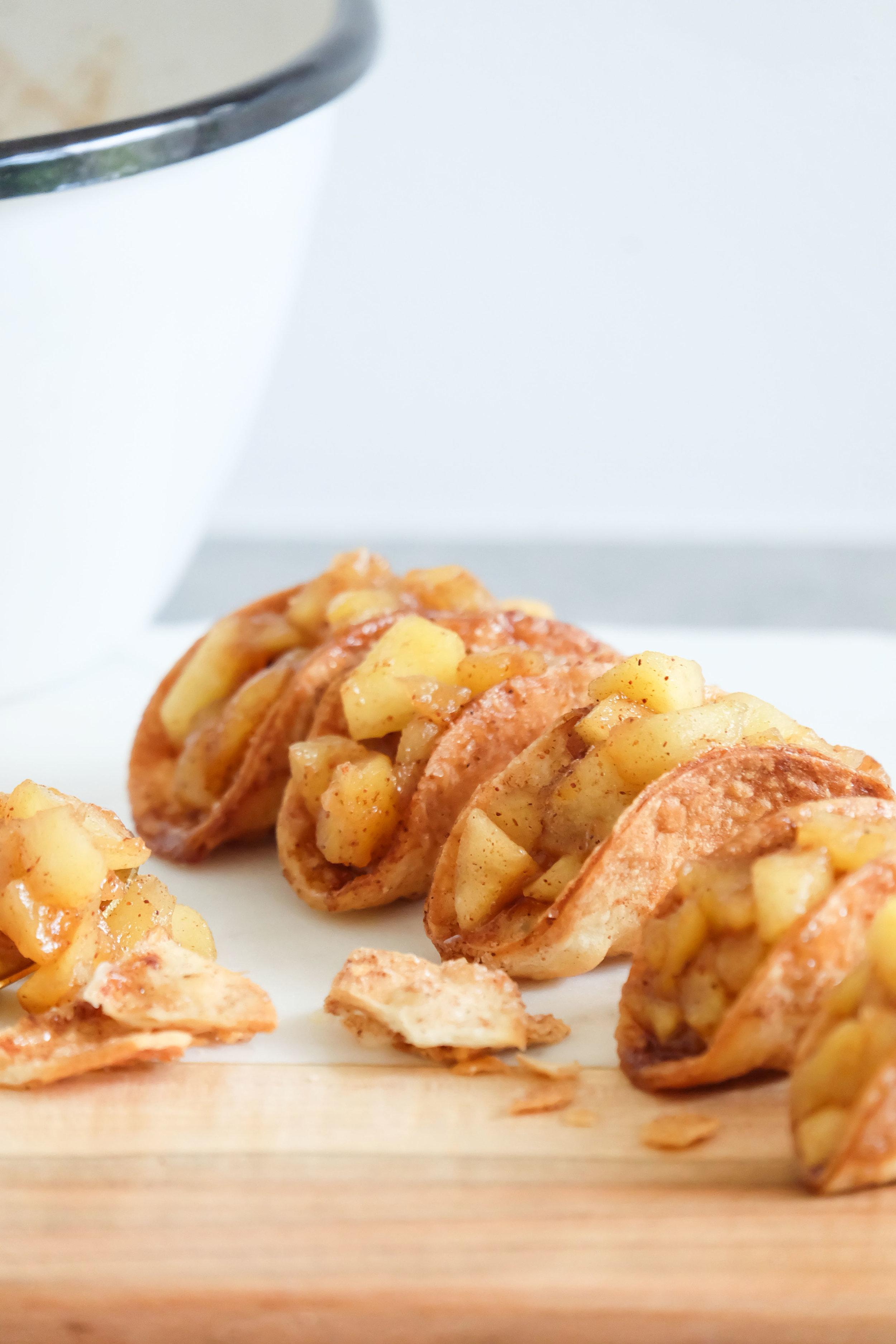 Zoete-mini-taco-met-appel-en-kaneel