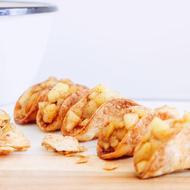 Taco's in een zoet jasje, ook lekker als je een keer iets anders dan de traditionele appelflap wil serveren! Je vindt het recept nu op de blog ☺️