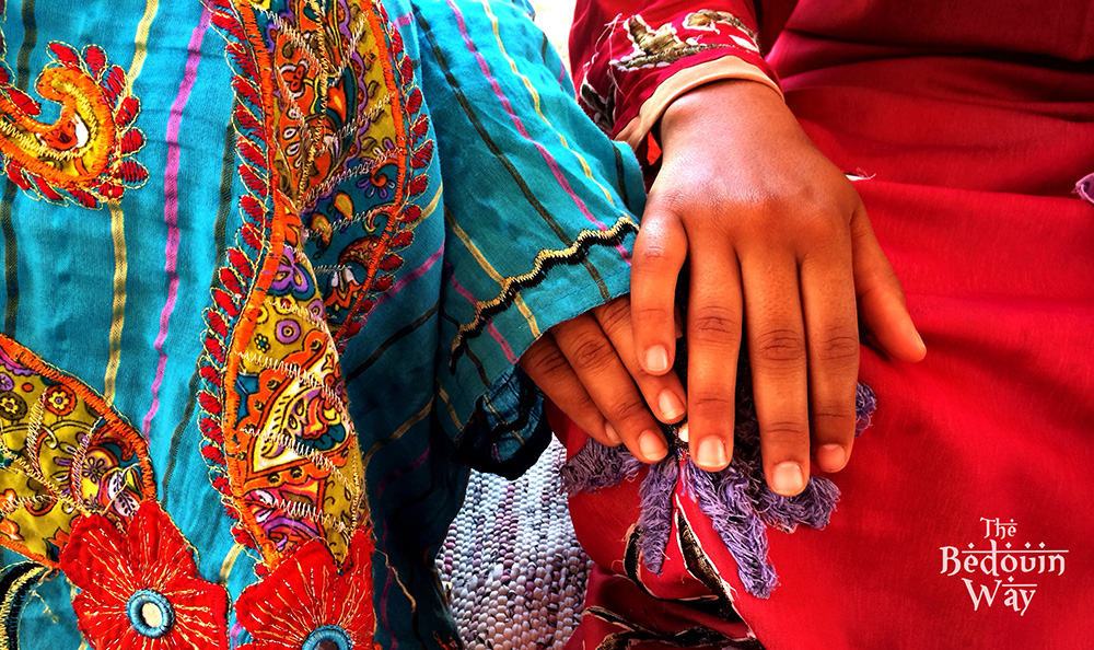 two-bedouin-women-with-colourful-galabeya