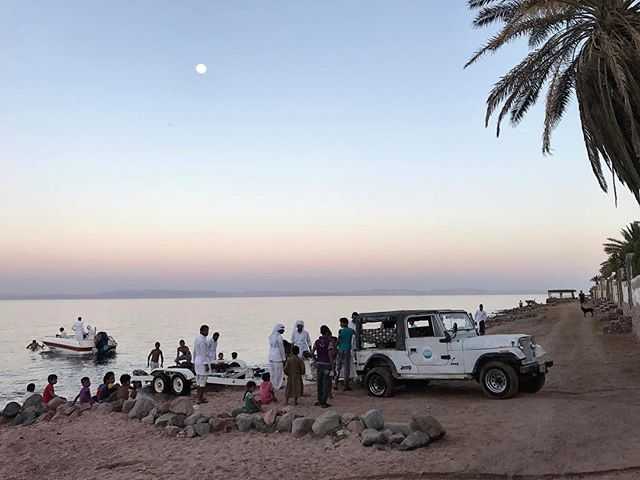 Almost full moon. 🌝 #fullmoon #moon #beach #redsea #dahab #dahabegypt #sinai #myegypt #egyptbyme #bedouin #thebedouinway #assalah #jeep #boat #fishing #palmtrees #sunset