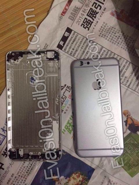 Interior do suposto painel frontal do iPhone 6 de 5,5'' comparado com o exterior do painel frontal do iPhone 6 de 4,7''