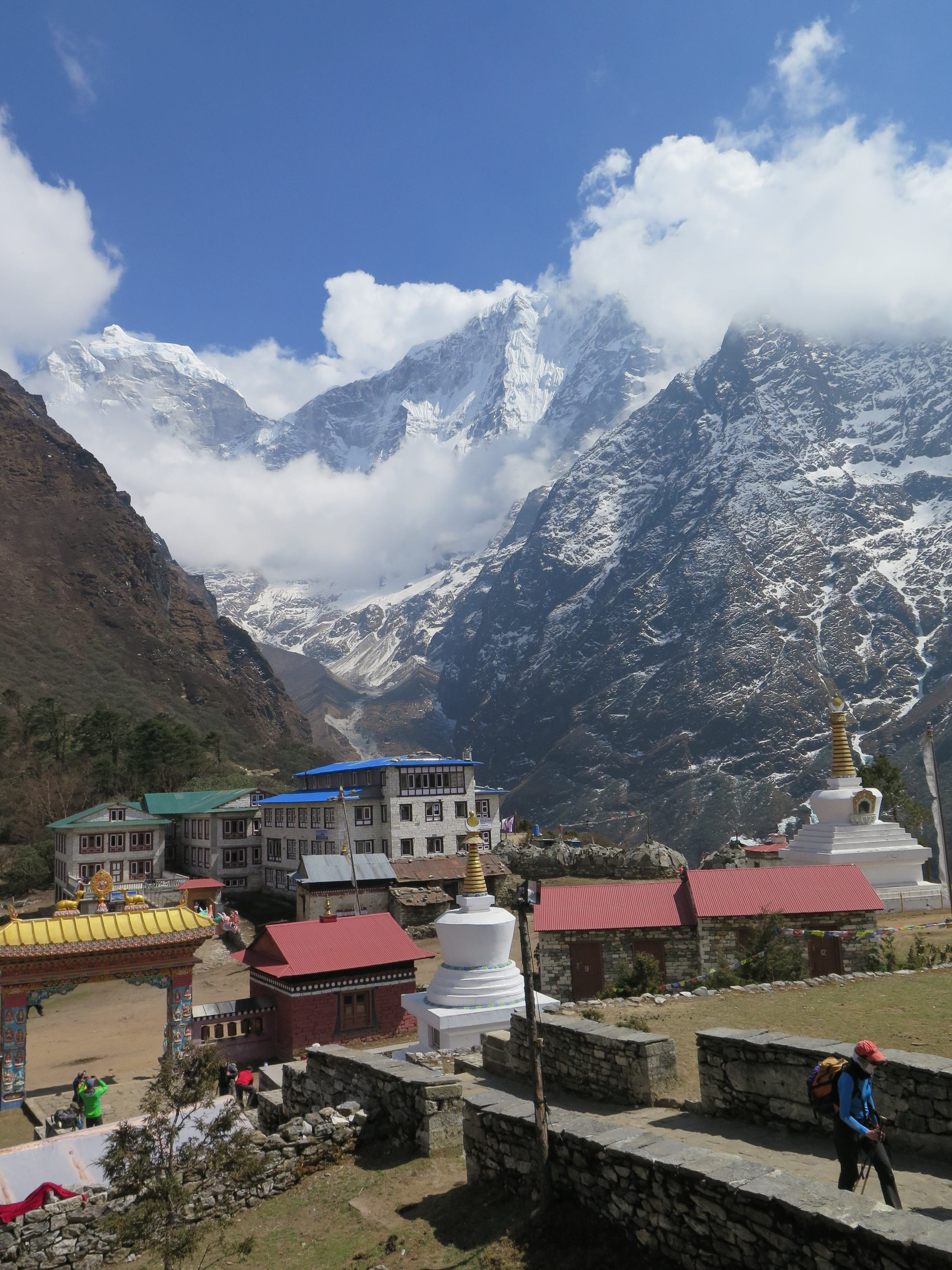 Tengboche'den uzaklardaki Everest / From Tengboche Everest at far away