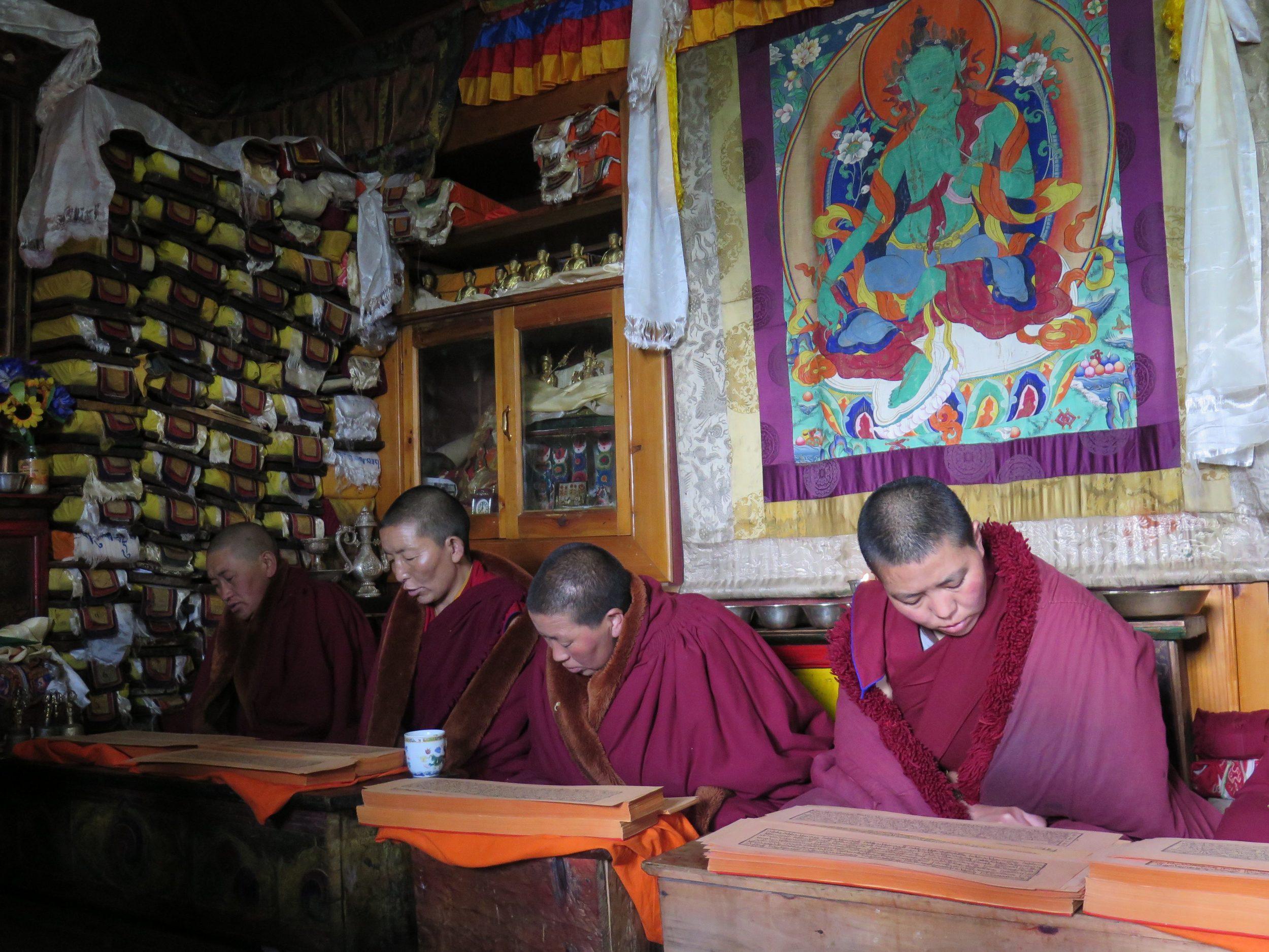 Rahibeler dua ederken / Nuns chanting