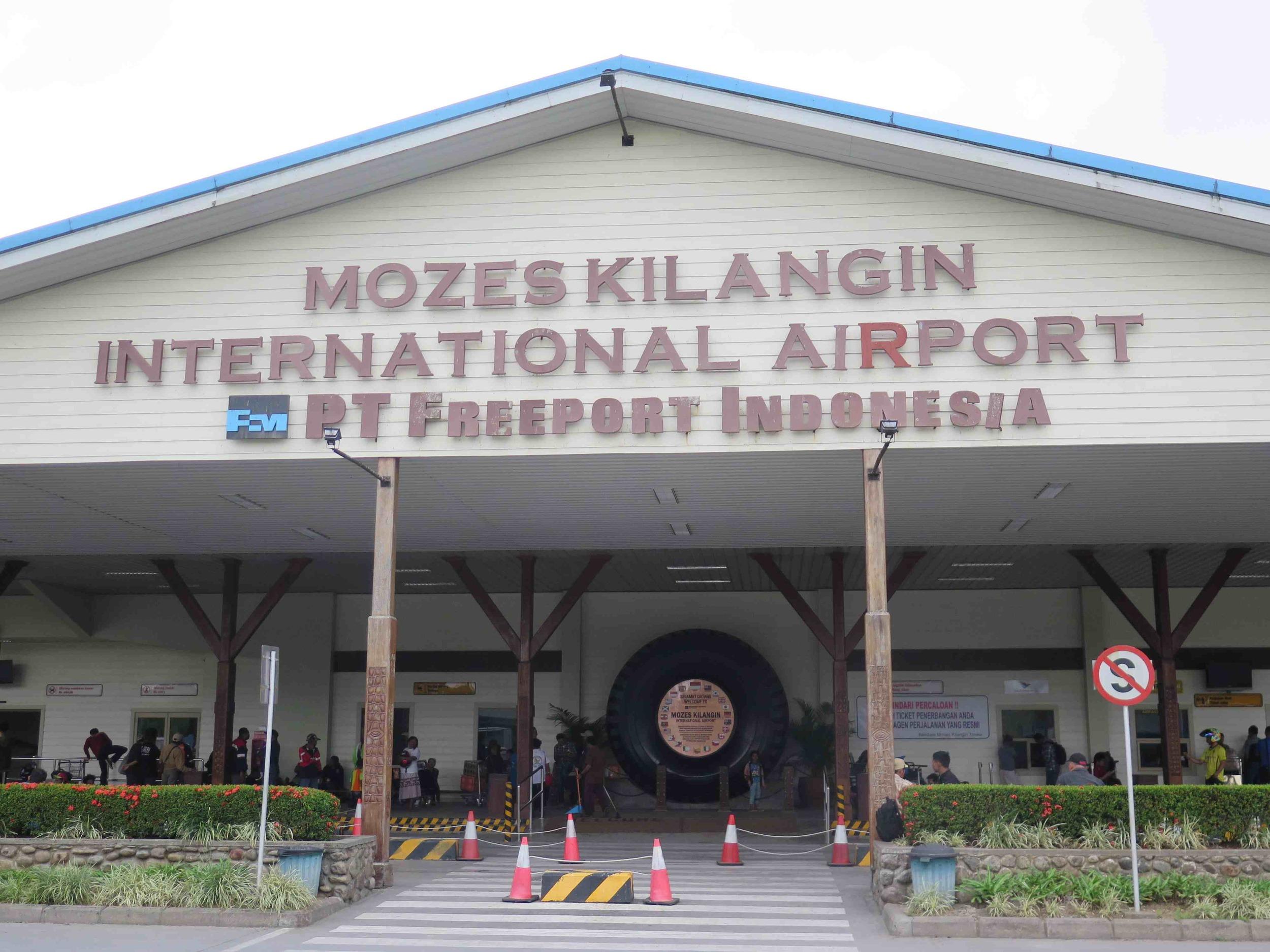 Timika havaalani girisi / Entrance to Timika airport