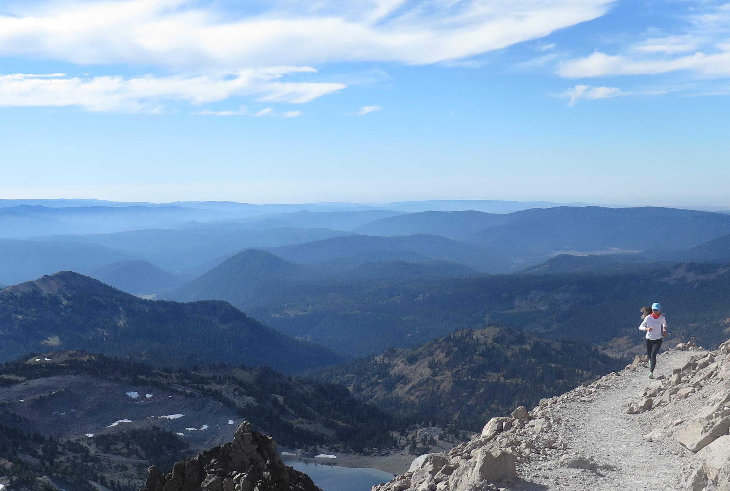 On way up to Lassen Peak / Lassen tepesine dogru