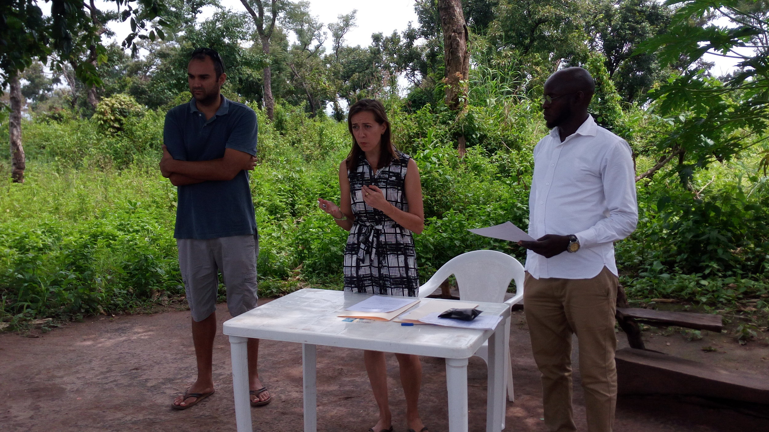 From Left to Right: Art Cardoso, Mira Mehta, Ishaya Warkani. Addressing the outgrowers.