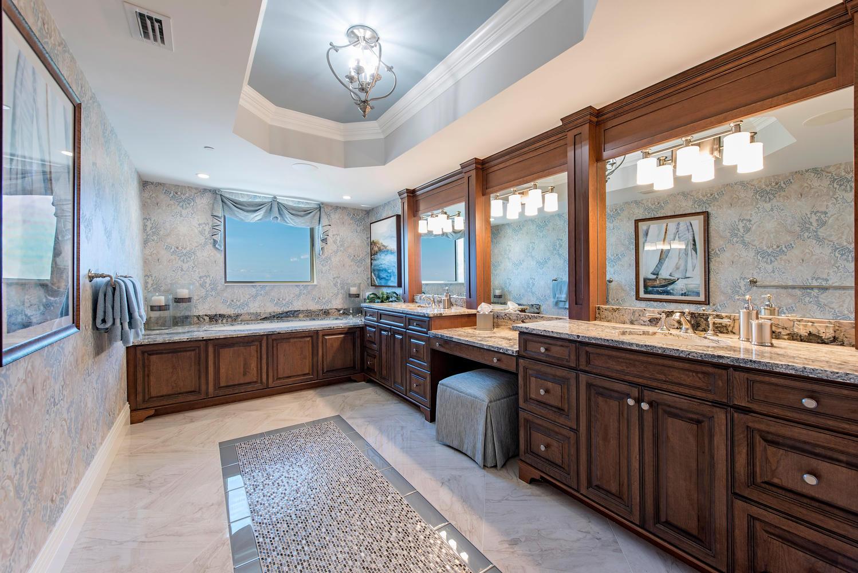 8473 Bay Colony Drive 401-large-009-12-Master Bath-1499x1000-72dpi.jpg