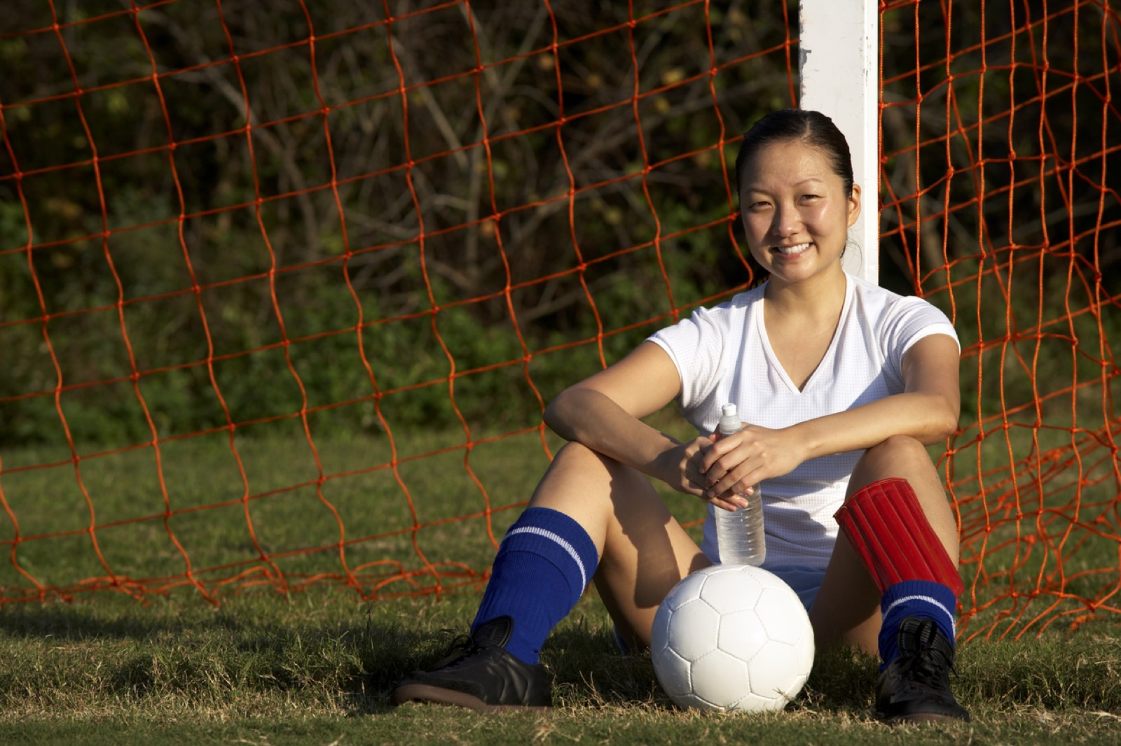 female-soccer-player--resting-172703003_1255x837_Web.jpeg