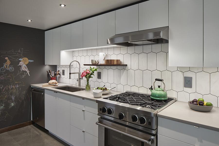 Kitchen 2_900.jpg