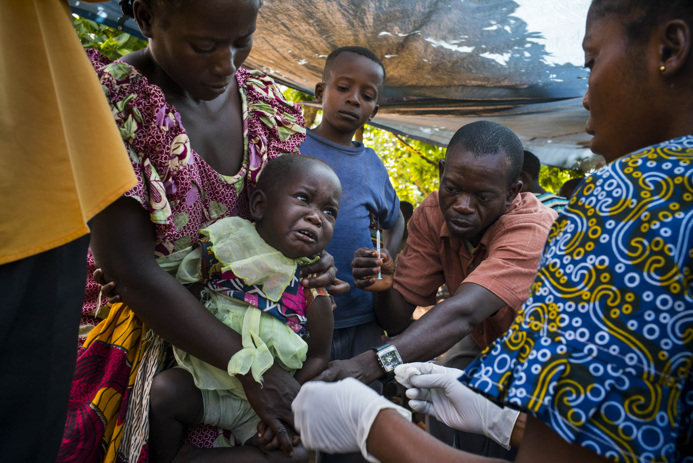 A child is vaccinated during a five-day measles vaccination campaign run by MSF in a remote region of northern Democratic Republic of the Congo (DRC). MSF named measles among the top five epidemics that could erupt or worsen in 2016. DRC has the fifth highest under-five mortality rate in the world. An estimated 465,000 children in DRC die each year of preventable diseases. Bas-Uele province, Democratic Republic of the Congo. June 1, 2016