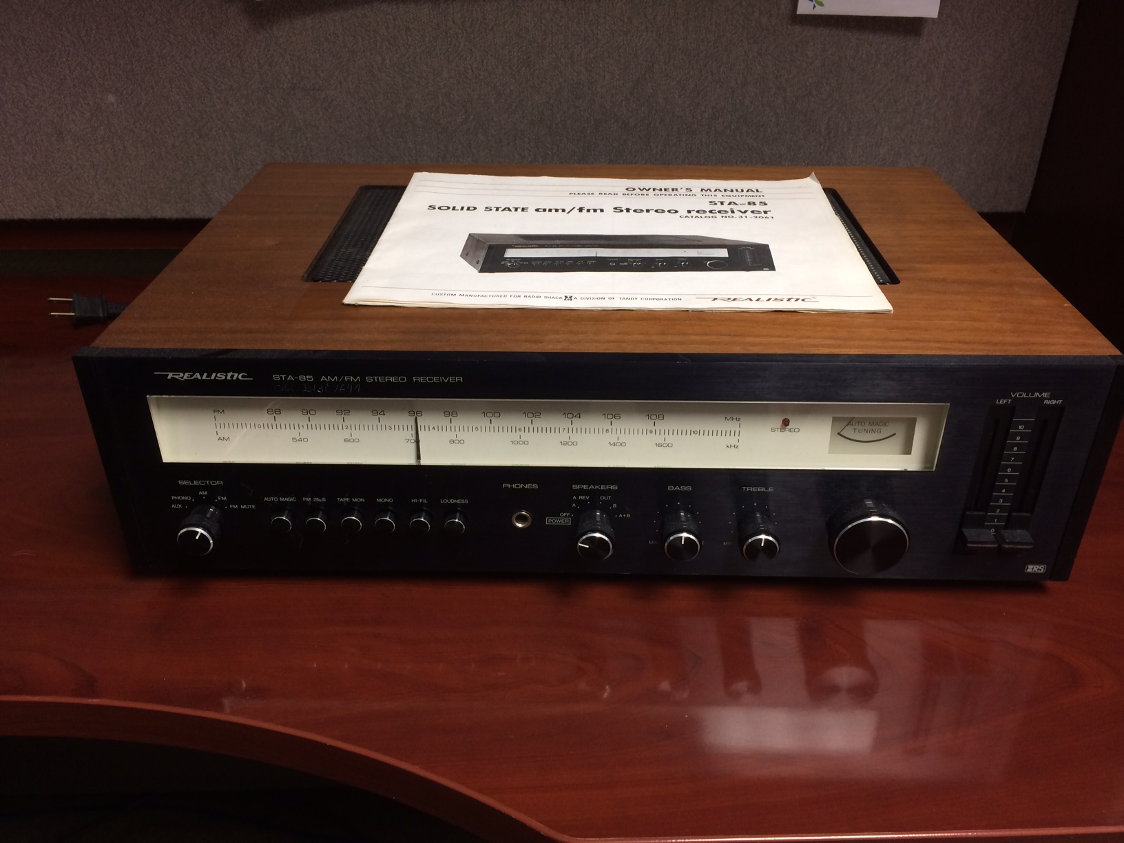 Realistic - STA-85 - Receiver - $150  Very cool receiver! Sounds fantastic with a warm vintage sound. Cleaned and serviced by a professional technician. 30 day warranty!!!  Power Output: 35 watts per channel RMS into 8 ohms. Harmonic Distortion: Less than 0.3%  Comes with the original owner's manual.    Ticket #:S140605-11