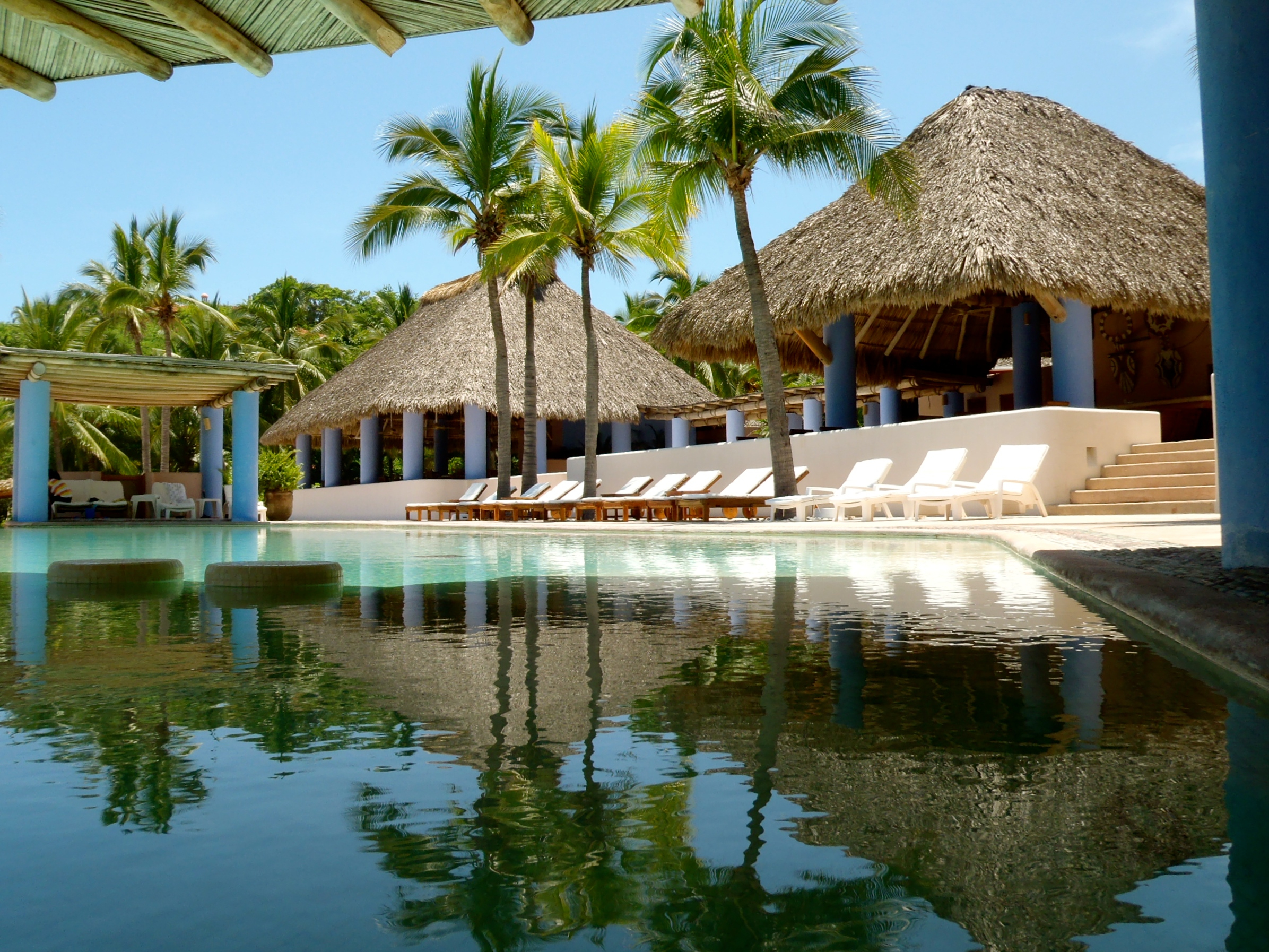 Don Rodrigo offers a restaurant, bar and pool for both adults and children right on the beach.