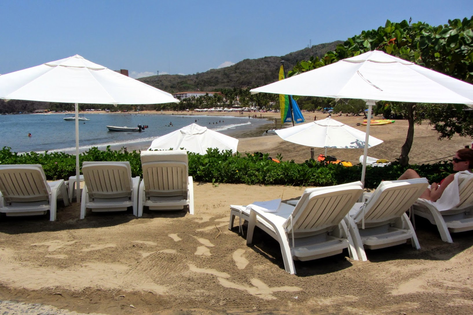 Sombrillas Arena Playa Quieta.JPG