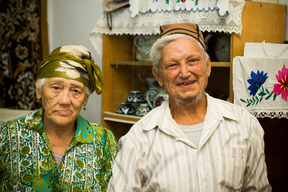 A sweet couple who lives in a leper colony.