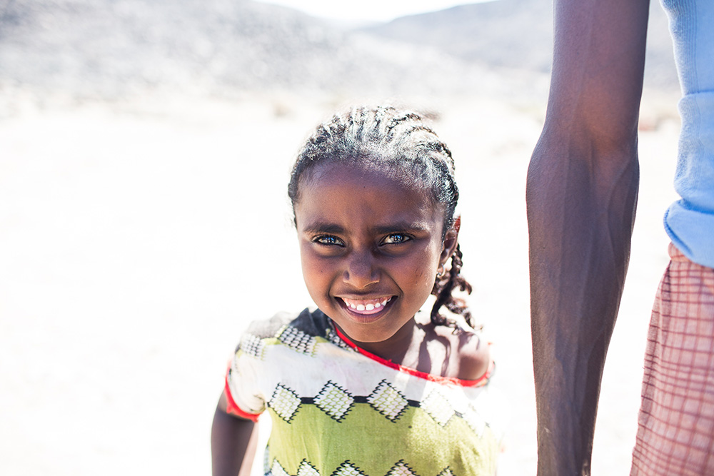 This beautiful girl and her father live in a hut on the side of the road that takes us to our destination. We stopped and gave them some of the food we had for our distribution.