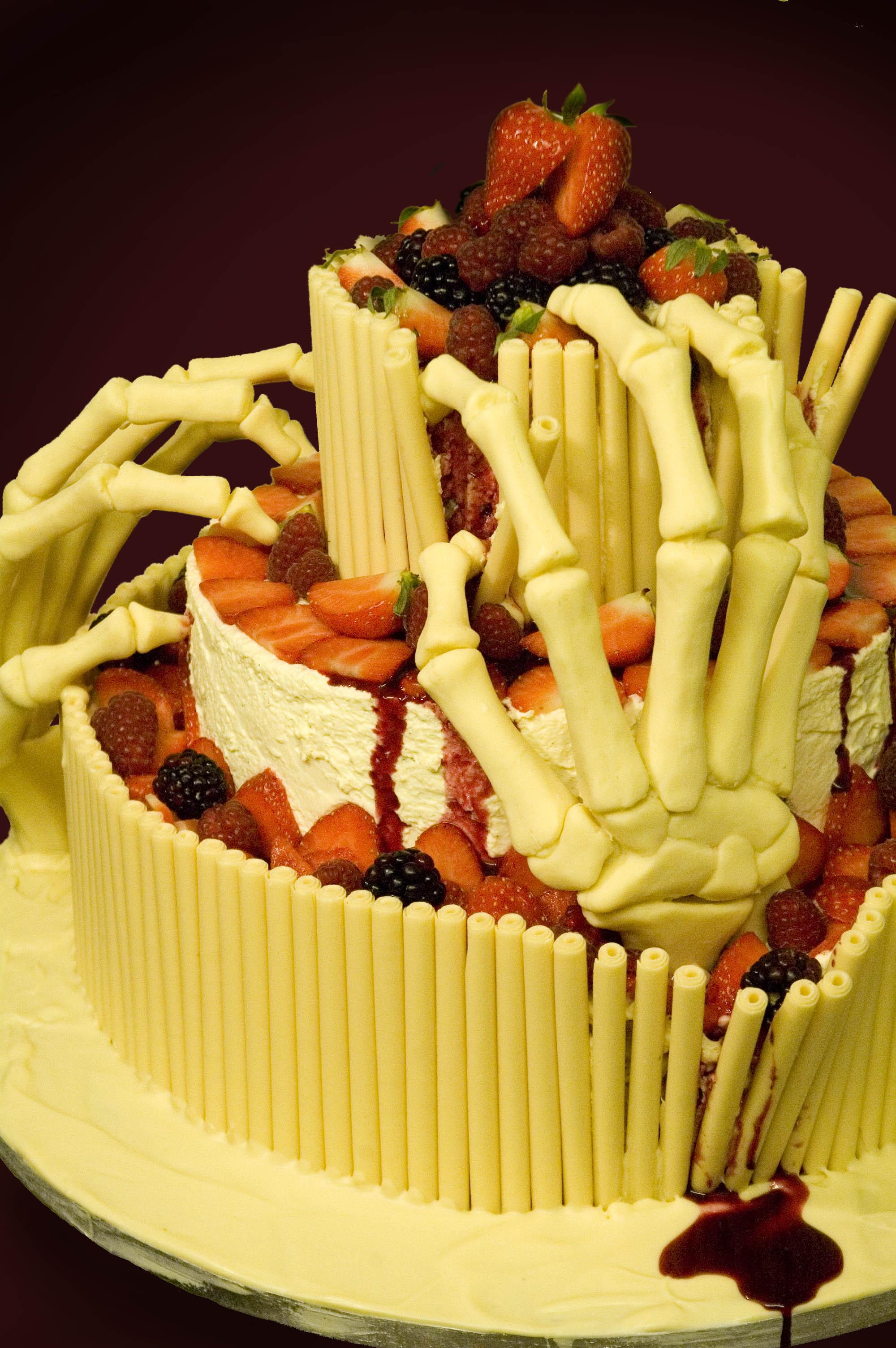 white chocolate halloween cake .jpg