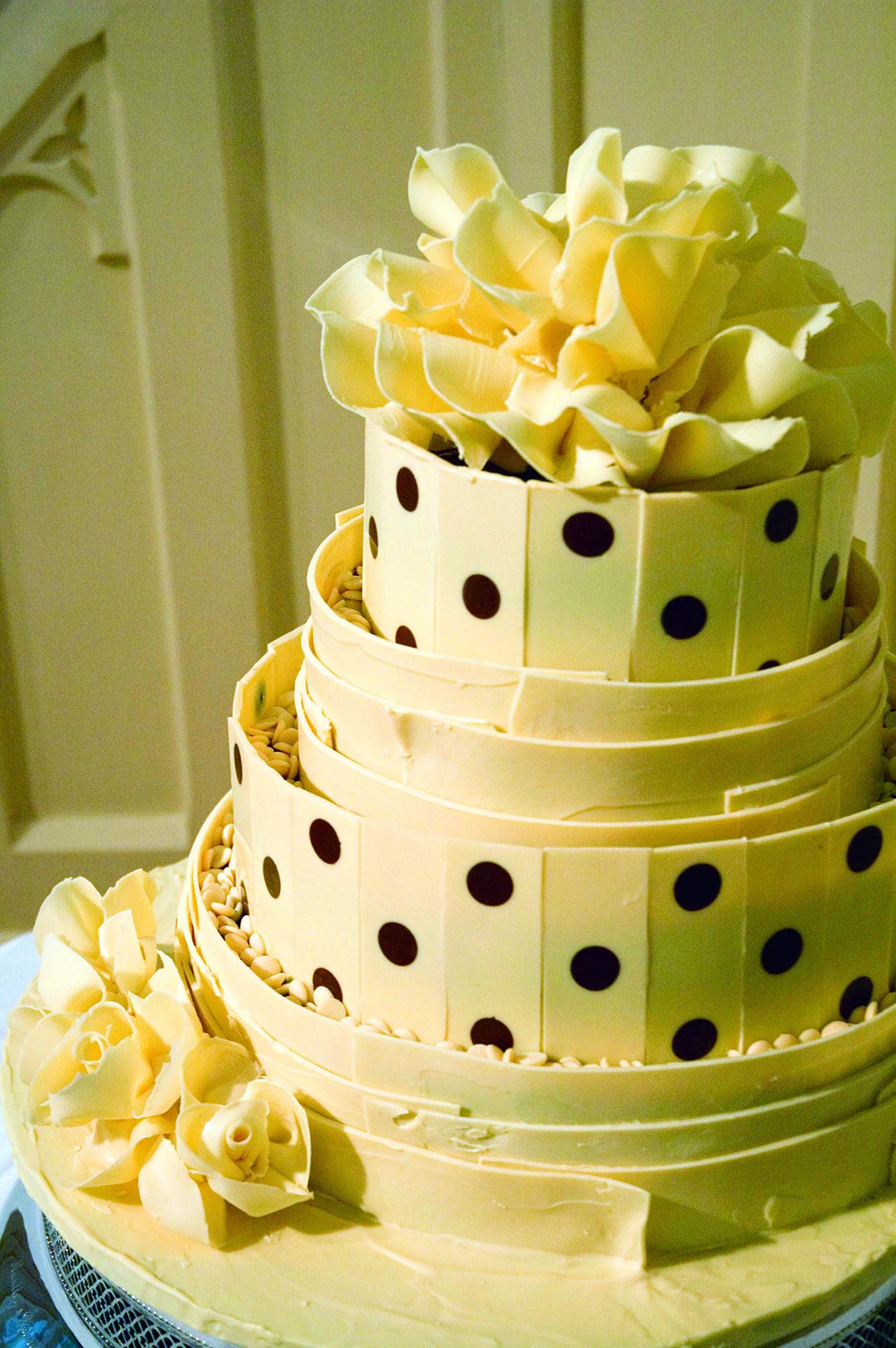 spotty white chololate wedding cake 02 CMYK.jpg