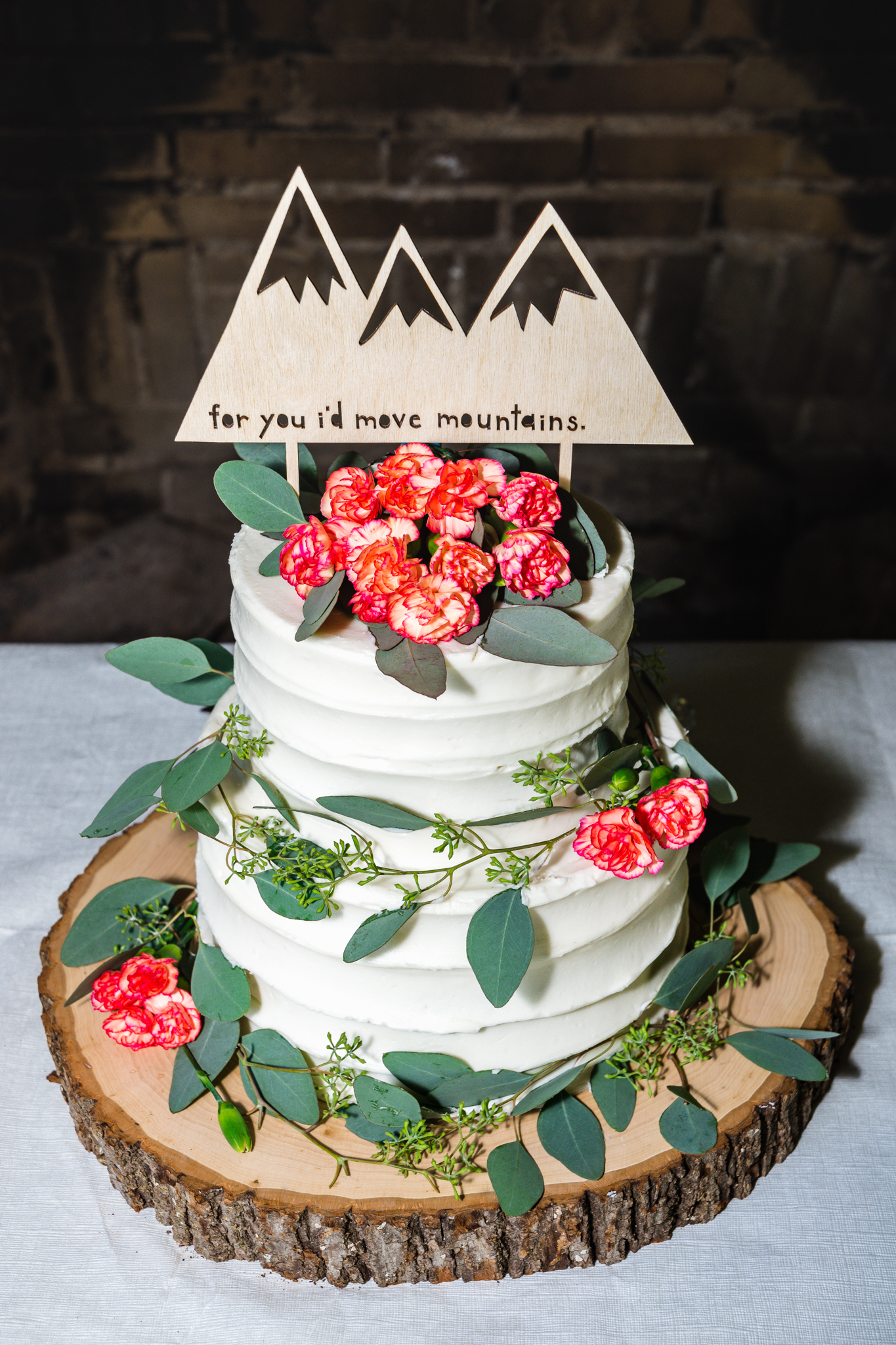 Vermont-Wedding-080119-mountaincake.jpg