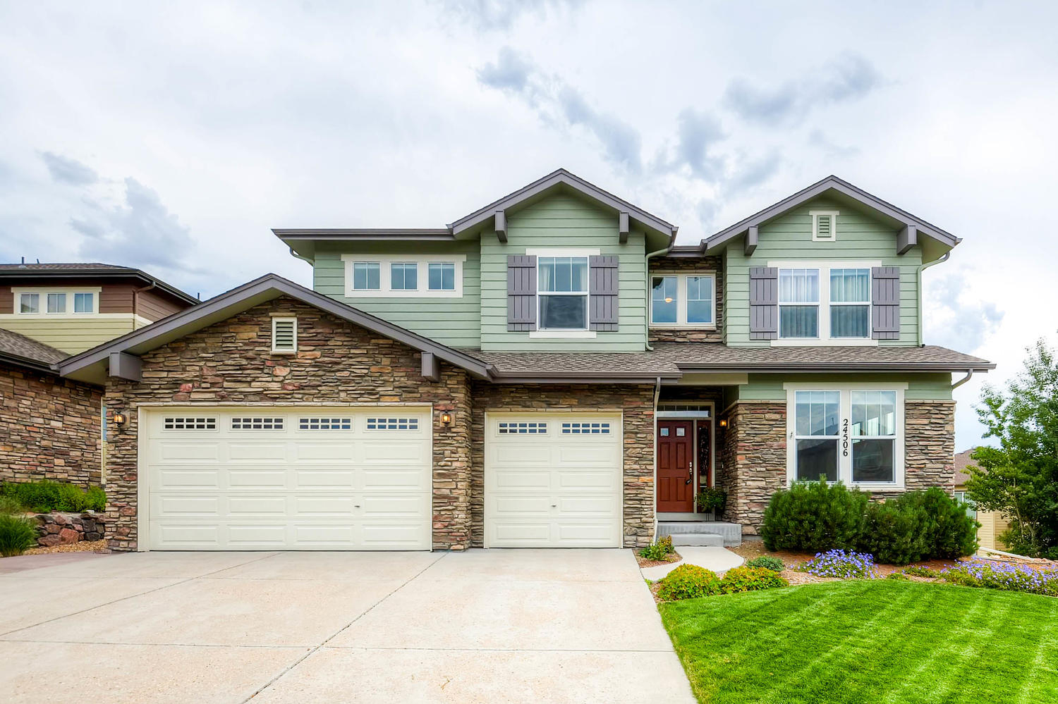 Beautiful two story home in Tallyns Reach