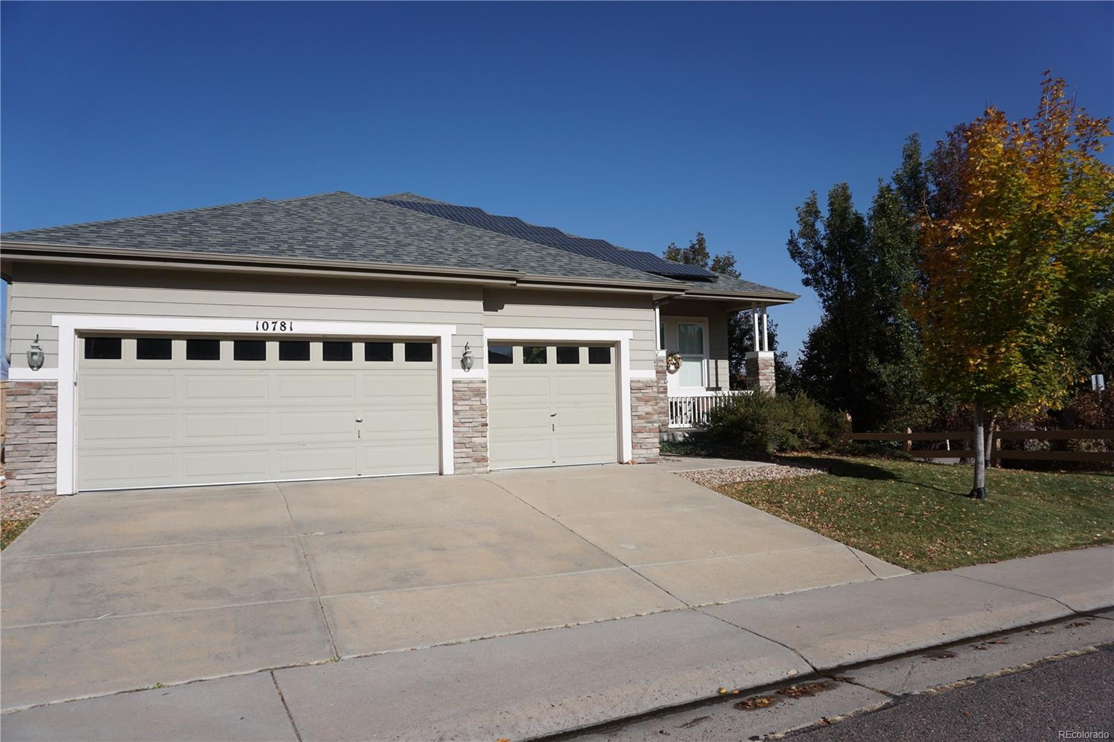 Spacious Ranch style home backing to open area in Highlands Ranch