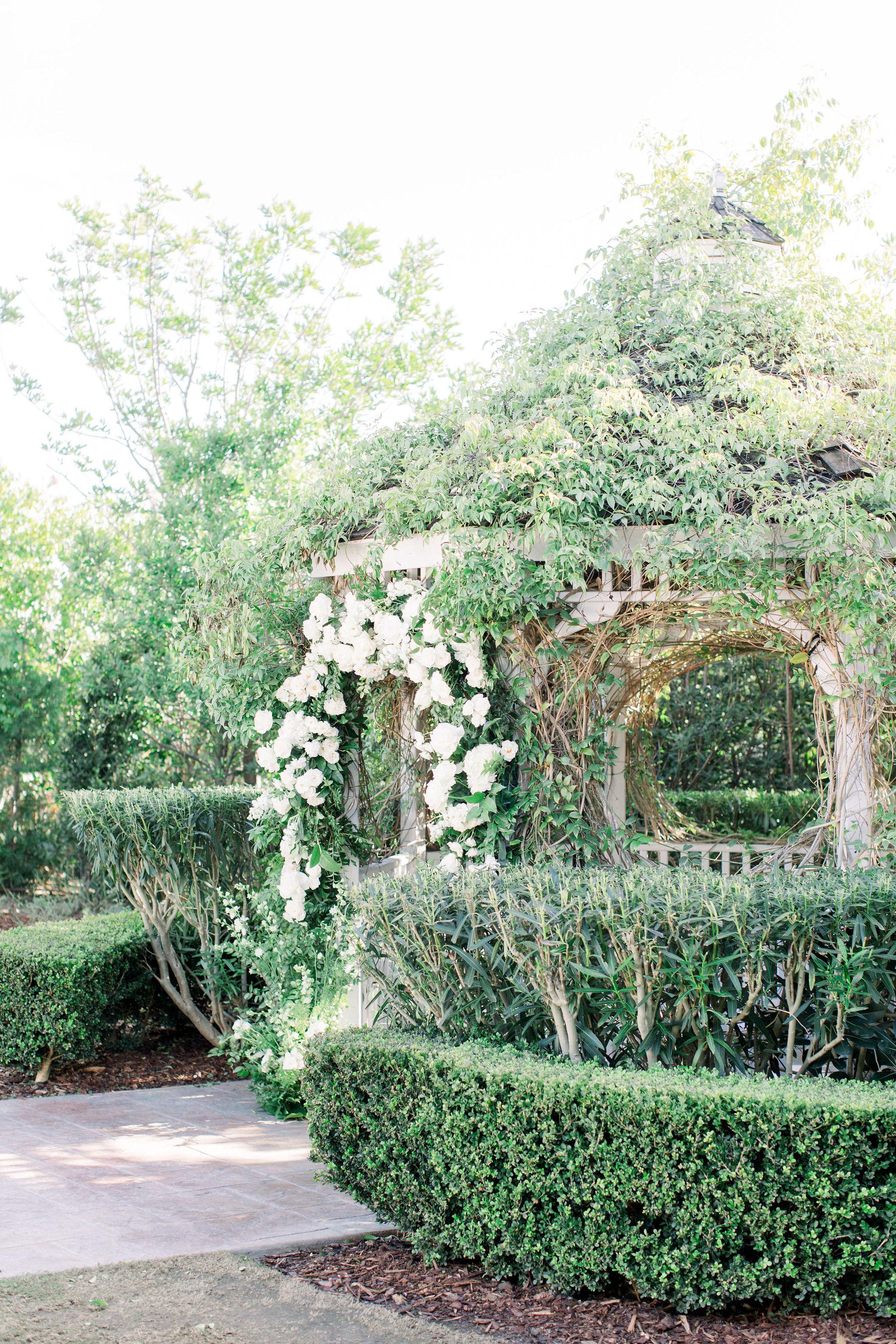 sydney-bodi-wedding-budget-friendly-blooms-carmel-mountain-white-flowers-9.jpg