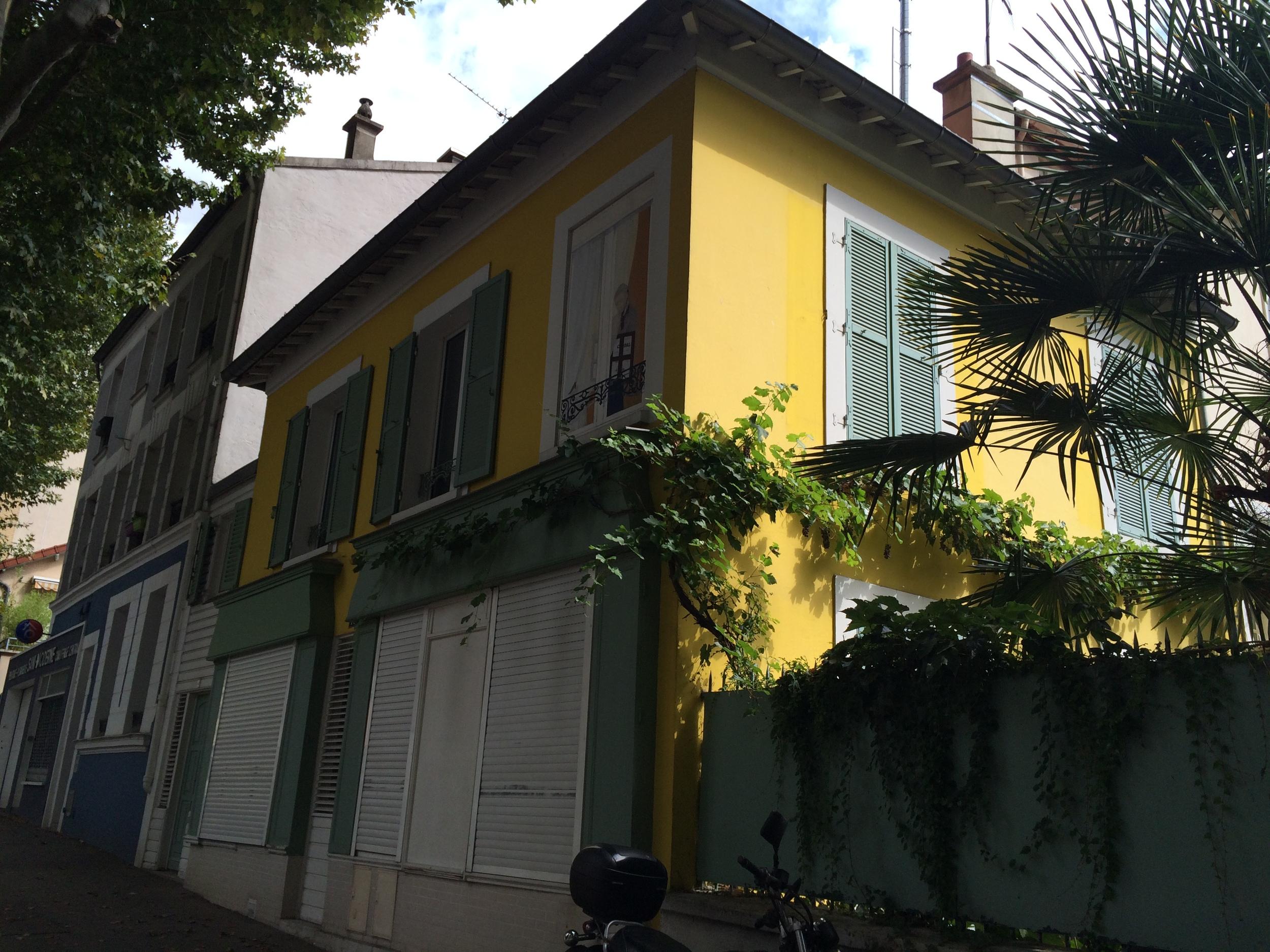 On Rue Mouzaïa. Reminds me of Key West.