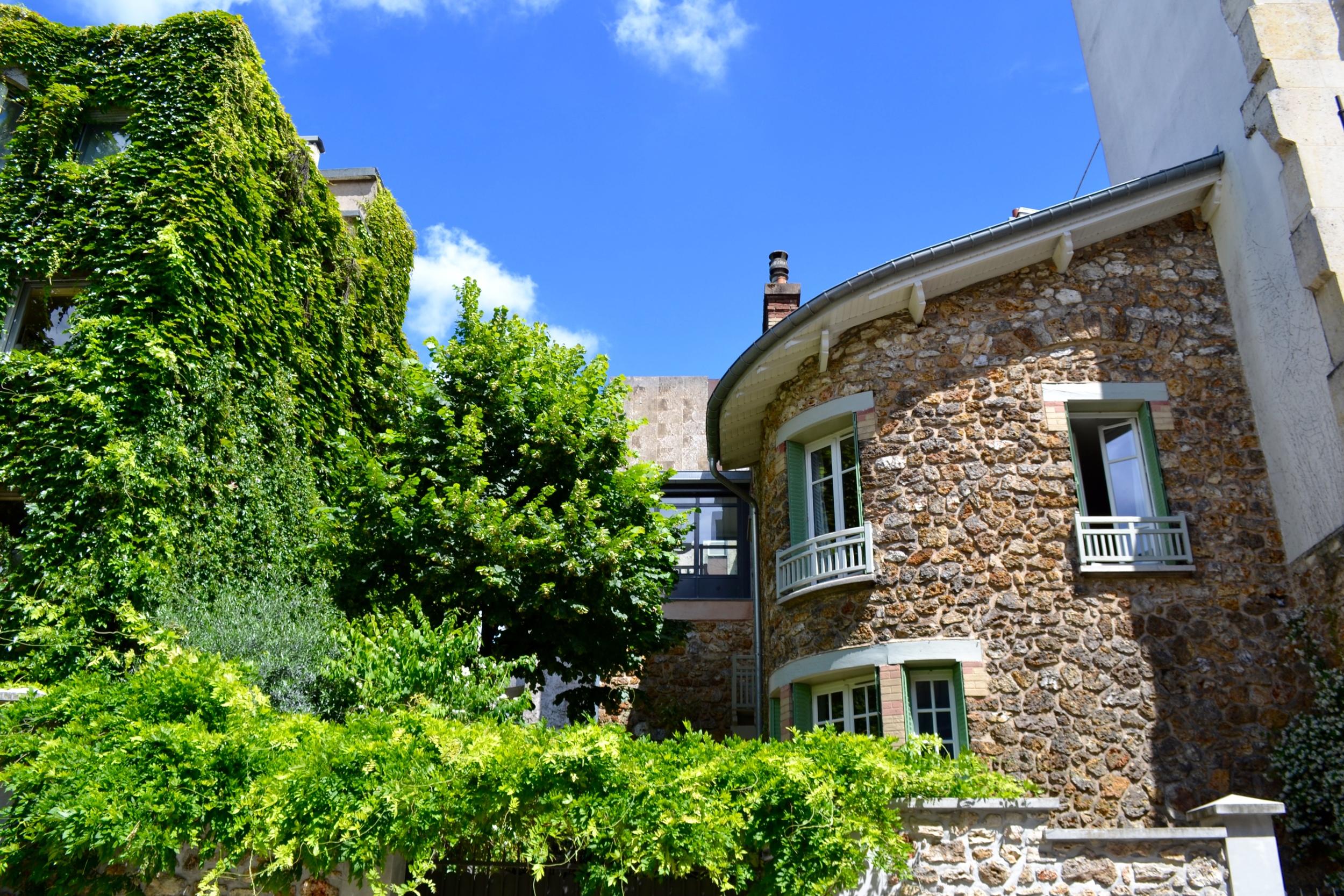 A mix of old and new on the rue du Parc de Montsouris