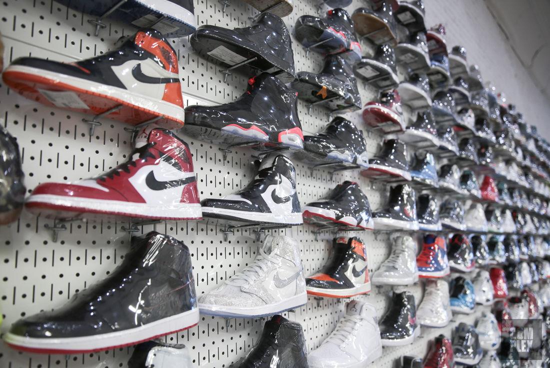 "<h2>Complex</h2><br><div style=""margin: -20px 0 30px 0;"">Stadium Goods Knocks the Sneaker Resale Retail Concept Out of the Park</div>"