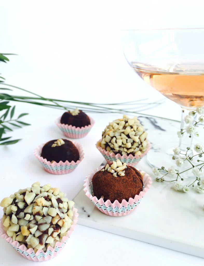 Vegan Truffles with Almonds and Cocoa