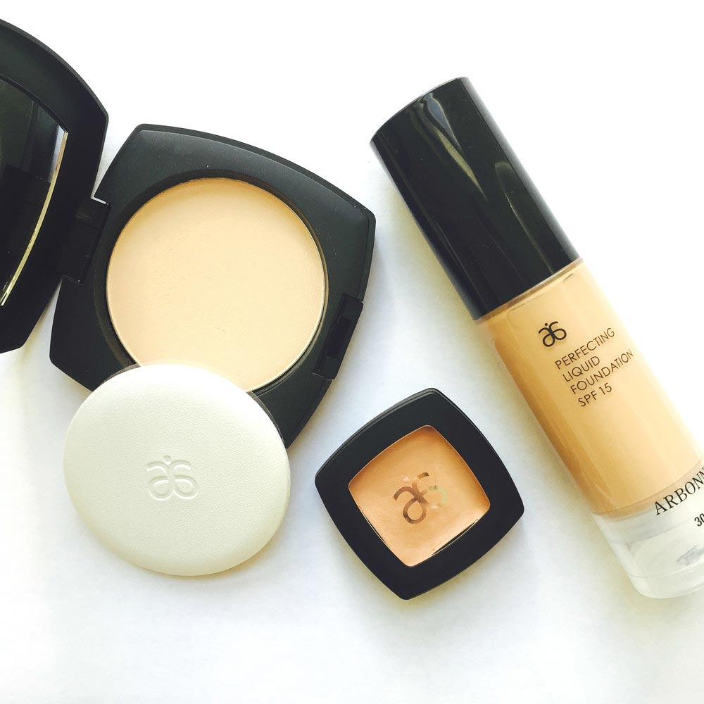 Beauty_and_the_nature_Arbonne_foundation_powder.jpg